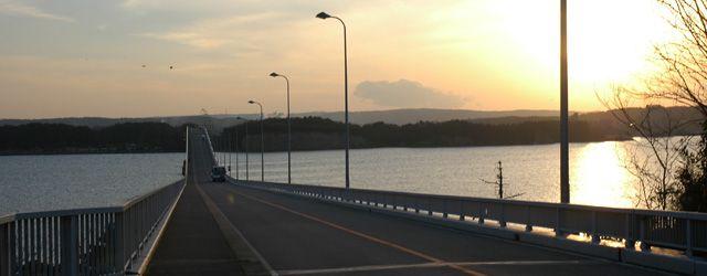 夕景の能登島大橋